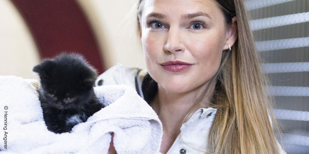 Lisa Maria Otte mit krankem Katzenkind © Henning Angerer